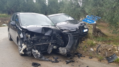 Incidente sulla SP189: scontro tra due auto e tre feriti