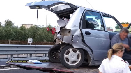 Violento scontro sulla SS170: una Mercedes finisce la sua corsa contro una Matiz